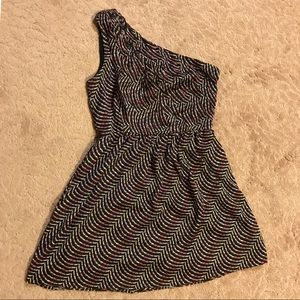 Cute & girly one-shoulder little black dress